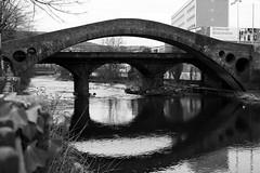 Pont William Edwards, Pontypridd (Rhisiart Hincks) Tags: droichead drochaid droghad pont zubi pod šaldi bridge ponte piriti puente brücke мост 桥 pontypridd morgannwg glamorgan a'chuimrigh kembra wales cymru kembre gales galles anbhreatainbheag paysdegalles galesherria kimrio ويلز uells ওয়েলসের ουαλία velsa velsas уельс walia ウェールズ 威爾士 уэльс duagwyn bw gwennhadu dubhagusgeal blackwhite zuribeltzblancetnoir blancoynegro monochrome unliv unlliw nigrakajblanka feketefehér černobílý juodairbalta svartoghvit biancoenero czarnobiały 白黒 blancinegre svartochvitt pretoebranco μαύροκαιάσπρο brancoenegro zwartenwit schwarzundweis