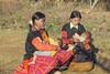 K8813.0110.Tà Số.Mộc Châu.Sơn La (hoanglongphoto) Tags: asia asian vietnam northvietnam northwestvietnam people life dailylife hmongpeople hmongwomen morther motheranddaughter afternoon sunlight sunnyafternoon canon canoneos1dsmarkiii tâybắc sơnla mộcchâu tàsố người cuộcsống đờithường ngườihmông phụnữ phụnữhmông mẹ mẹvàcon mẹvàcongái buổichiều nắng nắngchiều haibàmẹ nuôicon choconbú motheranchild canonef70200mmf28lisusmlens