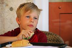 Leevi (hans pohl) Tags: portugal lisbonne people personnes famille garons boys