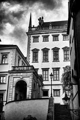 Neben dem Rathaus (Helmut Reichelt) Tags: leica bw germany bayern deutschland bavaria sommer sw juli rathaus augsburg schwaben leicam leicasummilux50mmf14asph silverefexpro2 typ240 captureone9