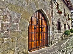 Puerta / Door (Rafa Gallegos) Tags: door old espaa vintage spain puerta hdr antiguo cantabria santillanadelmar