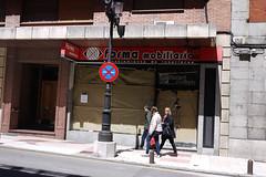020516a 075 (Jusotil_1943) Tags: 020516a comercios gente callejeando seales trafico bolardos