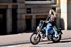Tomas Girl - Marnixstraat Amsterdam (FaceMePLS) Tags: amsterdam nederland thenetherlands facemepls nikond5500 straatfotografie streetphotography bromfiets tweewieler koptelefoon hoofdtelefoon headphones jeans adidassneakers blondine tomosrevival snorbrommer