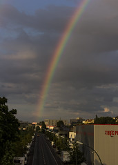 Das Ende des Regenbogens (Leif Hinrichsen) Tags: sommer summer july juli regenbogen berlin westhafen putlitzbrcke moabit wetter himmel wolken sky clouds rainbow regen unwetter rain quitzowstrase