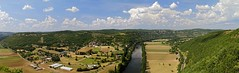Vue panoramique sur la valle du Lot (sbastien.vermande) Tags: summer sky panorama cliff cloud france rock river landscape countryside lot panoramic rivire ciel valley t nuages paysage campagne falaise rocher champ panoramique valle midipyrnes sigma1770 canon7d