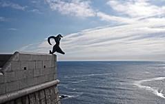 Escultura faro Punta Nariga, Malpica (A Corua) (Miguelanxo57) Tags: sea mar corua escultura galicia coruna malpica costadamorte atlante costadelamuerte puntanariga coastofdeath