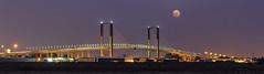 Cazando la luna (Zalosev) Tags: puente quinto centenario puentequintocentenario sevilla espaa luna moon panoramica panoramic spain seville nocturna