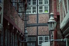 Winkelgasse / Diagon Alley (Bilderwense) Tags: krameramtsstuben hamburg germany deutschland norddeutschland europa northerngermany europe architektur architecture nikon nikkor 50mm 50mmf18 nikond5000 d5000 dof depthoffield tiefenunschrfe tiefenschrfe f18