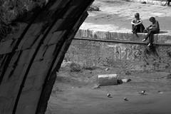 Roman life (**) Tags: rome roma italia italy italie cidade city ciudad citt citt ciutat street streetlife streetphotography fotoderua gente pb pretoebranco people pessoas persone persons diaadia daybyday quotidiano cotidiano flagrasdodiaadia flagras bw bn biancoenero blackandwhite noiretblanc mulheres donne women talking smoking fumando conversando chiaccherata