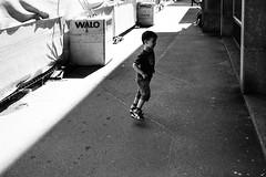 little runner (gato-gato-gato) Tags: 35mm asph ch iso200 ilford leica leicamp leicasummiluxm35mmf14 mp mechanicalperfection messsucher schweiz strasse street streetphotographer streetphotography streettogs suisse summilux svizzera switzerland wetzlar zueri zuerich zurigo zrich analog analogphotography aspherical believeinfilm black classic film filmisnotdead filmphotography flickr gatogatogato gatogatogatoch homedeveloped manual rangefinder streetphoto streetpic tobiasgaulkech white wwwgatogatogatoch zrich leicam6 m6 manualfocus manuellerfokus manualmode schwarz weiss bw blanco negro monochrom monochrome blanc noir strase onthestreets mensch person human pedestrian fussgnger fusgnger passant zurich