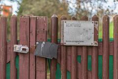 guarding (loop_oh) Tags: frankfurt frankfurtam frankfurtammain frankfurtmain deutschland germany hessen main mainhattan metropole bank eintracht rmer roemer hesse sign beware prohibitionsign