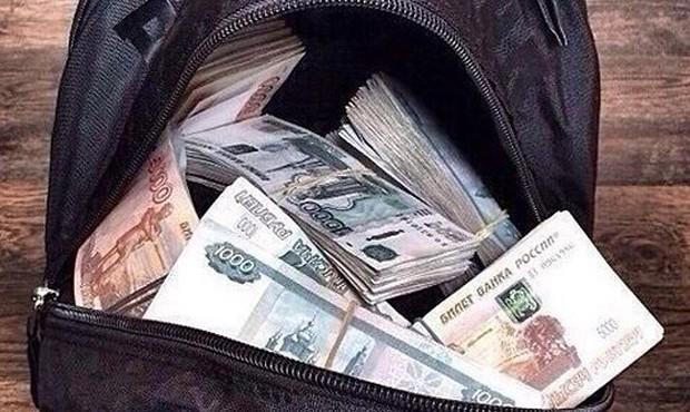 Трое мужчин вТольятти украли уиностранца 27 млн руб.