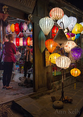 Lamp shop in Hoi An (hiannieo) Tags: street raw an iso vietnam nightime lamps lantern hoi highiso