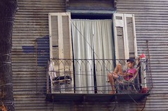(raulurzua) Tags: window argentina kid buenosaires balcony laboca balcón