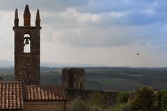 IMG_0292 (Maria Cappelli) Tags: italia campanile tuscany siena toscana monteriggioni paesaggio