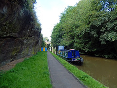 Barge in front of Northgate Street, 2016 Jul 17 (Dunnock_D) Tags: uk unitedkingdom britain england chester green grass trees canal shropshireunioncanal mainline path towpath boat barge rock rockface