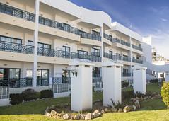 Hotel Cerro da Mar (Hans van der Boom) Tags: europe portugal vacation holiday algarve albufeira hotel balcony cerradamar white building pt