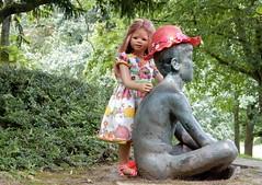 Mein Freund, der Sonnenanbeter ... (Kindergartenkinder) Tags: sanrike dolls himstedt annette kindergartenkinder essen park gruga annemoni garten kind personen skulptur