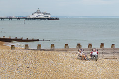 Rest in the beach (vichofr) Tags: old viaje europa europe eastbourne england uk eng pier beach sea grandfather grandmother