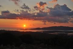 Nunca una noche ha vencido al amanecer y nunca un problema ha vencido a la esperanza. (Yoly_Ali.) Tags: amanecer alba sole sol cielo isola lamaddalena mare spiaggia villa mar playa
