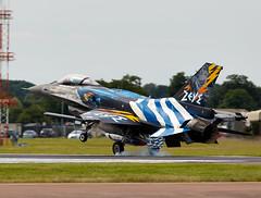 F-16 Falcon (Bernie Condon) Tags: riat riat16 airtattoo tattoo ffd fairford raffairford airfield aircraft plane flying aviation display airshow uk 2016 f16 lm lockheed martin falcon fightingfalcon fighter bomber military warplane greek hellenicairforce greece teamzeus