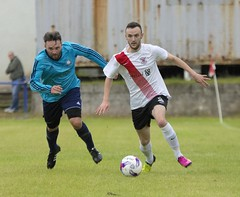 Jordan Shelvey has escaped the clutches of his opponent (Stevie Doogan) Tags: clydebank glasgow perthshire exsel group sectional league cup wednesday 10th august 2016 holm park