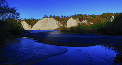 Scarborough Bluffs : Under spotlight . . . (Clement Tang **catching up**) Tags: travel toronto nationalgeographic nature concordians closetonature scenicsnotjustlandscapes scarboroughbluffs escarpment rockface grandemaregroup lakeontario bluewater autumn morning hdr geologicalfeature geologicalwonder cathedralspireformation canada landscape waterscape bluesky h