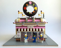 lego donut shop (street.pop.barbecue) Tags: lego donutshop donut doughnut ideas moc minifigure minifig minifigures modular city town building cornermodular