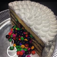 PASTEL SORPRESA (losespejoscocinagourmet) Tags: birthday cake mms pastel birthdaycake bakery bday nutella monterrey sanpedro buttercream pasteleria bdaycake reposteria vanillacake cakelover kidscake pasteldecumpleaos losespejos funcooking cakeforkids surprisecake piatacake mmscake petalcake funeating nutellafilling reposteriacreativa pasteldevainilla pastelsorpresa mmsfilling