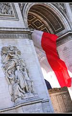 Arc de Triomphe (Aviller71) Tags: paris france monument architecture frankreich flag architektur napoleon arcdetriomphe