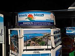 ES-07550 Cala Millor (Mallorca) Mallorca Souvenir Postkarte im Juli 2016 (Joerg Seidel) Tags: mallorca majorca balearen balear souvenir calamillor sacoma hut hat souvenirshop shopping einkaufen postkarte kinderspielzeug strand beach playa holidays