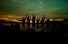 Joy of life (pyrolim) Tags: life beach strand evening abend sundown joy sprung freude spas jugendliche