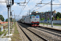 E652.175 + E652.xxx in transito a Collegno(TO) (simone.dibiase) Tags: e652 linea torino orbassano modane bussoleno bardonecchia merci stazione scalo fascio arrivi trenitalia cargo 175 train mercione station stations rail rails railway railways italy italia france francia loco locos locomotive locomotiva ferrovie dello stato italiane fs