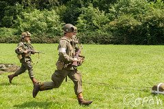 Karabiner 98k Amerikanen in de Tweede wereldoorlog (Historisch Festijn Vorden) (Qdraw.nl foto's) Tags: parachute vorden k98 karabiner 98k performing arts karabiner98k hengelo gelderland netherlands