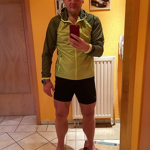 Vor 2 Wochen Jacke gekauft. Zwar zu klein aber geil... jetzt paar Tagen danach ‹‹ passt 😃    #running66  #Running  #TrailRunning  #Outdoor  #BeatYesterday #NikeRunning