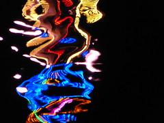 Reflexion im Main Michaelismesse 2016 in Miltenberg (zikade) Tags: reflexionen licht farbigeslicht farben gelb orange feuer main miltenberg odenwald kirmes blau trkis grn wasser spiegelung volksfest michaelismesse 2016