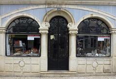 Modernismo en Faro (John LaMotte) Tags: faro fachada fenêtre portugal puerta porta door window windows ventana ventanas algarve modernismo infinitexposure ilustrarportugal