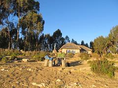 """Lac Titicaca: en attendant coucher du soleil sur l'Isla del Sol. Derrière, un super resto sans électricité. <a style=""""margin-left:10px; font-size:0.8em;"""" href=""""http://www.flickr.com/photos/127723101@N04/27984763953/"""" target=""""_blank"""">@flickr</a>"""