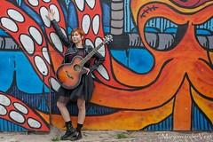 kleurrijk (LadyLove1967) Tags: scheveningen rodebaret fotoshoot gitaar mooiedame boot grafity kleur