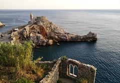 (ariannabru) Tags: lerici liguria sea sun mare sole estate panorama landscape light rocca tower italy view vista rock paesaggio scogliera roccia allaperto