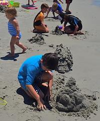 Construction Crew (MPnormaleye) Tags: beach sand kids children ocean seaside 24mm wideangle sea utata candid unposed