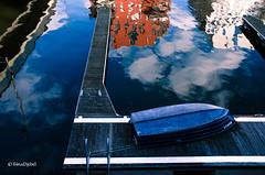 Im sicheren (West)Hafen (tina djebel) Tags: frankfurt westhafen city main hafen port ports boot btchen boat blue spiegelungen stadt