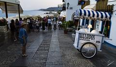 Prepared to shoot the ice cream trolley (jcfasero) Tags: turismo tourist helado ice cream summer verano outdoor street sphotography peiscola castellon valencia espaa spain ngc