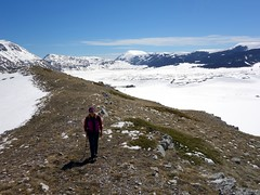 """Edita on Monte Orsello's ridge with Piano di Campo Felice behind • <a style=""""font-size:0.8em;"""" href=""""http://www.flickr.com/photos/41849531@N04/17381392412/"""" target=""""_blank"""">View on Flickr</a>"""