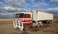 Kenworth (quarterdeck888) Tags: nikon flickr tipper country transport frosty semi lorry trucks express freight workingtrucks overnight kenworth tractortrailer semitrailer airstart movingpictures quarterdeck cabover bigrigs movingvehicles roadtransport tautliner d7100 highwaytrucks australiantrucks truckphotos expressfreight australiantransport roadfreight 8v92 jerilderietruckphotos jerilderietrucks outbacktrucks exfinemore