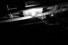 Voltagem (renanluna) Tags: roof light blackandwhite luz lamp brasil night fuji shadows br sãopaulo sp wires finepix contraste noite fujifilm 55 fios pretoebranco sombras monocromia telhado 011 lâmpada contrat x100 voltagem 23mm renanluna fujifilmfinepixx100