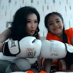 ต่อยมวยกับหลานดูสิใครนะชนะ  boxing with niece 😊 ซื้อบ้านวันนี้แถมคนขาย😍 เอ้ยแถมรถนะค่ะ สนใจสอบถามได้นะค่ะ556#proudpuntha #praemai #pm #แพรไหม #praemailife  #praemaidrama   #missu #missme #sexy #home #myhome #decorate #wallpaper #myroom #m