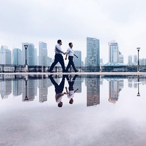 宠辱不惊闲看股市起起落落, 去留无意漫看人生云卷云舒  大跳水后炒盘手在沟通  after rain in the bund  #iphonegraphy #onlyphone #phonegraphy #phoneonly #魔都 #shanghai #上海 #shanghailife