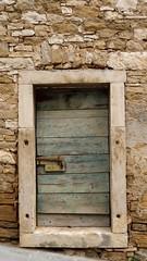 DDD / Donderdag Deuren dag /TDD Thursday Door Day (jo.misere) Tags: deuren doors project groep group gruppe buje istrië decay urbex old oud bricks stenen