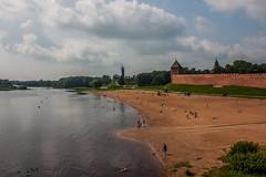 Пляж у стен Кремля в Новгороде